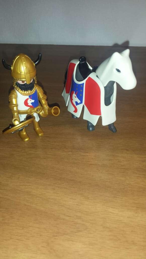 Imagen caballero y caballo playmobil