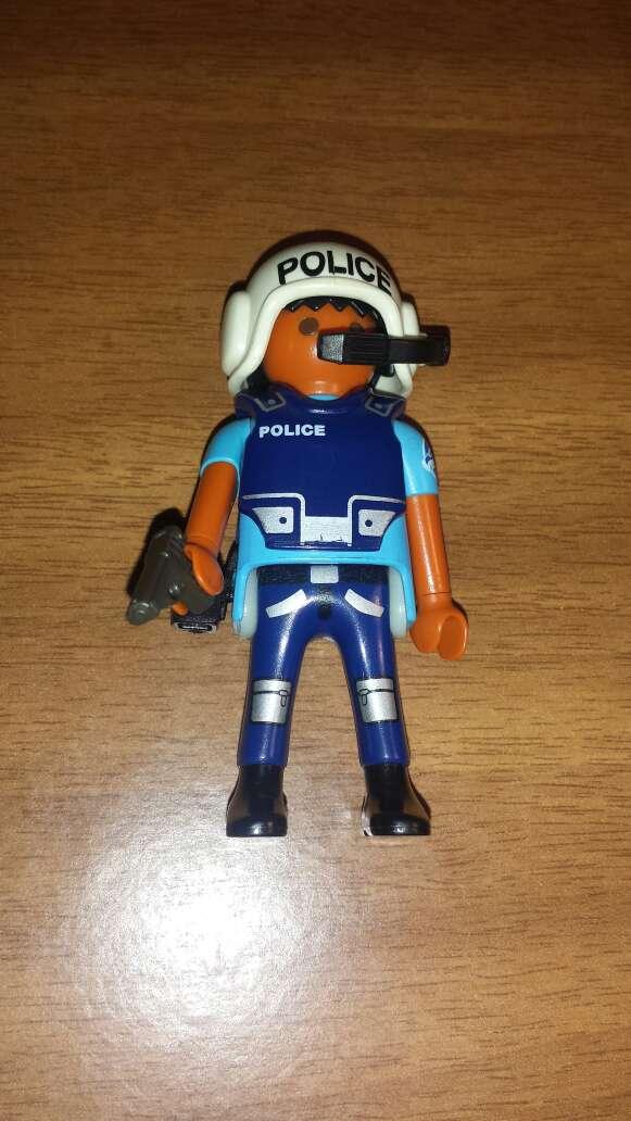 Imagen playmobil policía