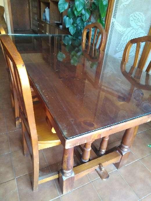 Imagen mesa más 6 sillas en pino color miel más cristal protector