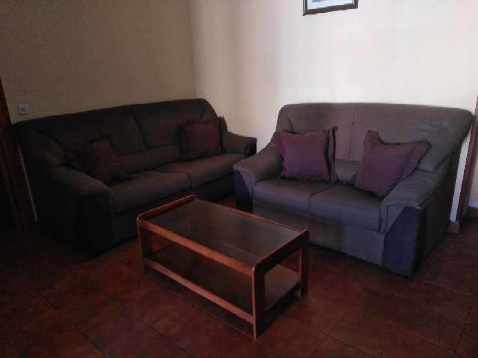 Imagen sofas de 3 más 2 más mesita auxiliar