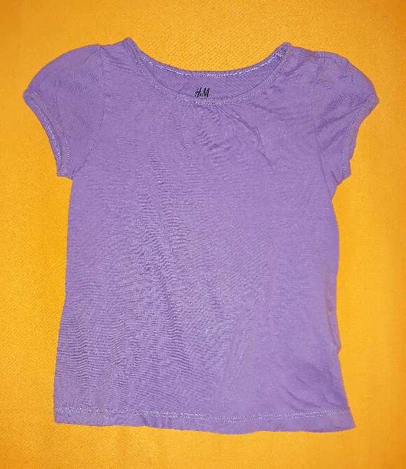 Imagen Camiseta bebé lila H&M, 4 años.