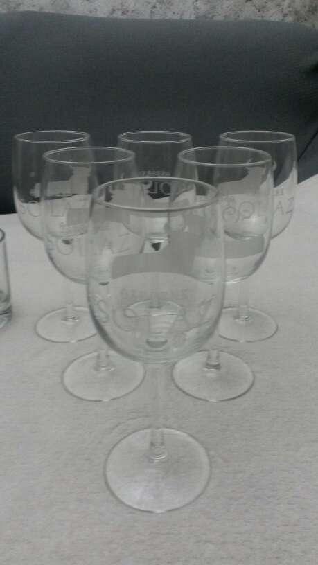 Imagen Lote vasos de whisky & copias vino Osborne solaz