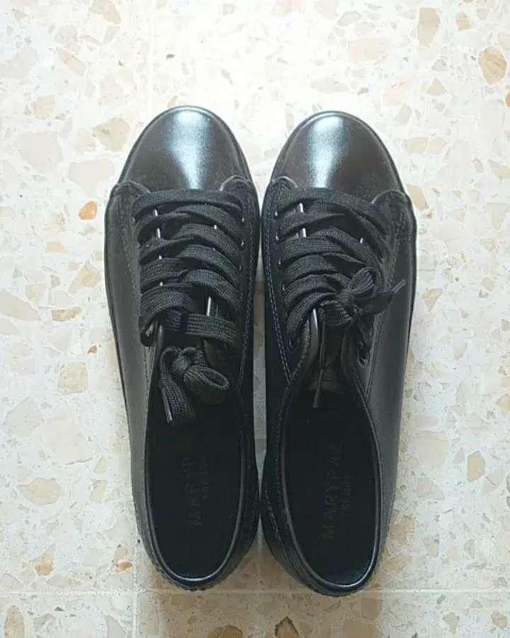 Imagen producto Zapatillas negras 3