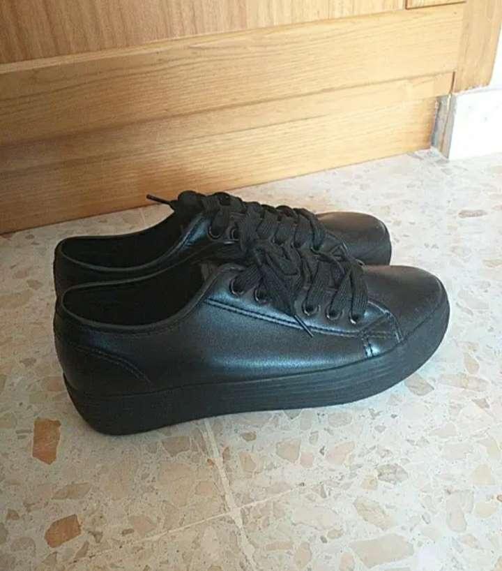 Imagen producto Zapatillas negras 2
