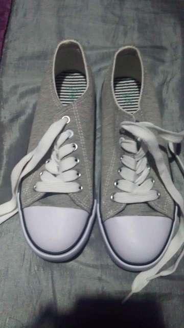 Imagen zapatillas grises 36
