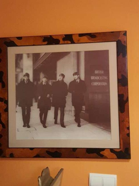 Imagen Foto de Beatles grande, la compré hace 25 años, es de Calidad, marco de Diseño