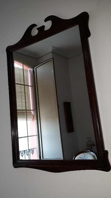 Imagen Espejo antiguo con marco caoba