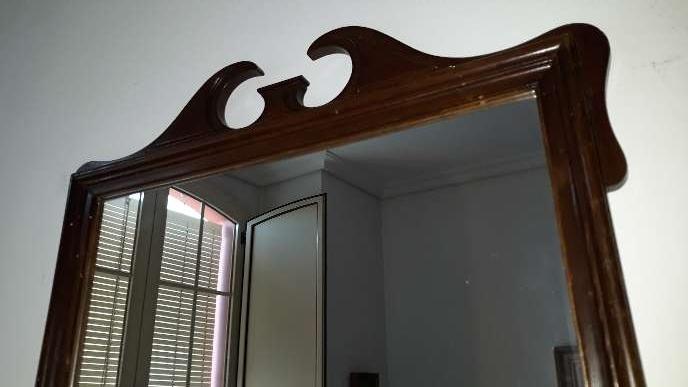 Imagen producto Espejo antiguo con marco caoba 4
