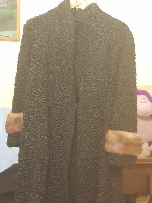 Imagen abrigo de garras de astracan