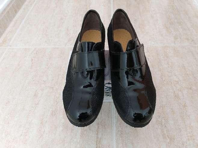 Imagen Zapatos de señora nuevos,  pies delicados.