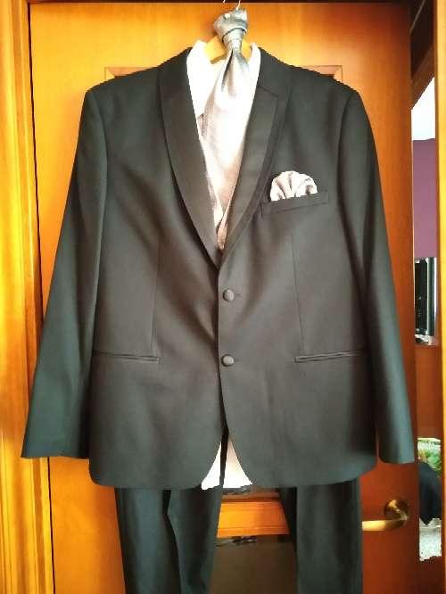 Imagen traje de hombre completo