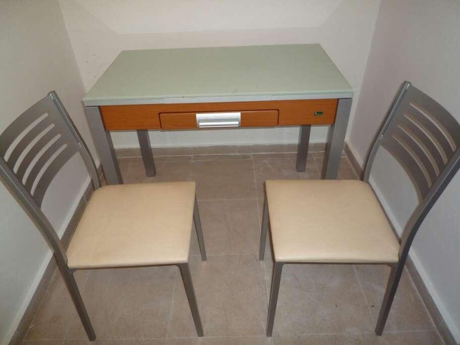 Imagen mesa de cocina extensible con dos sillas se puede vender por separado