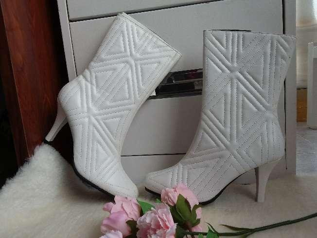 Imagen elegantes botas blancas