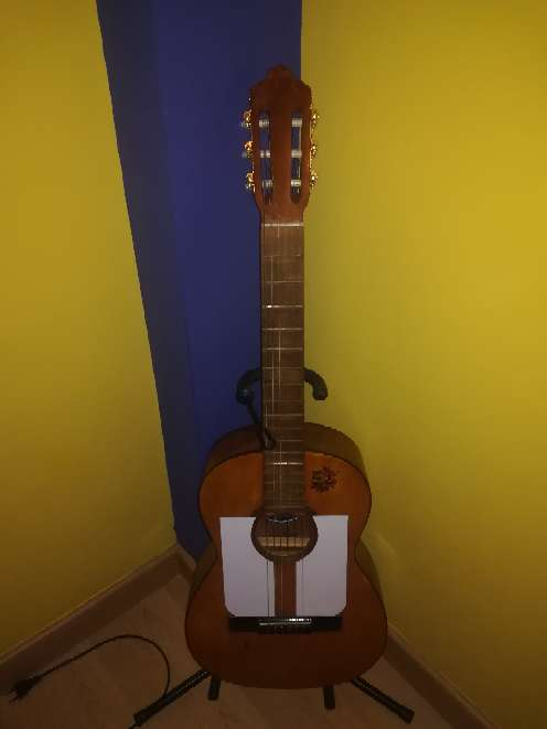 Imagen producto Guitarra antigua.  5