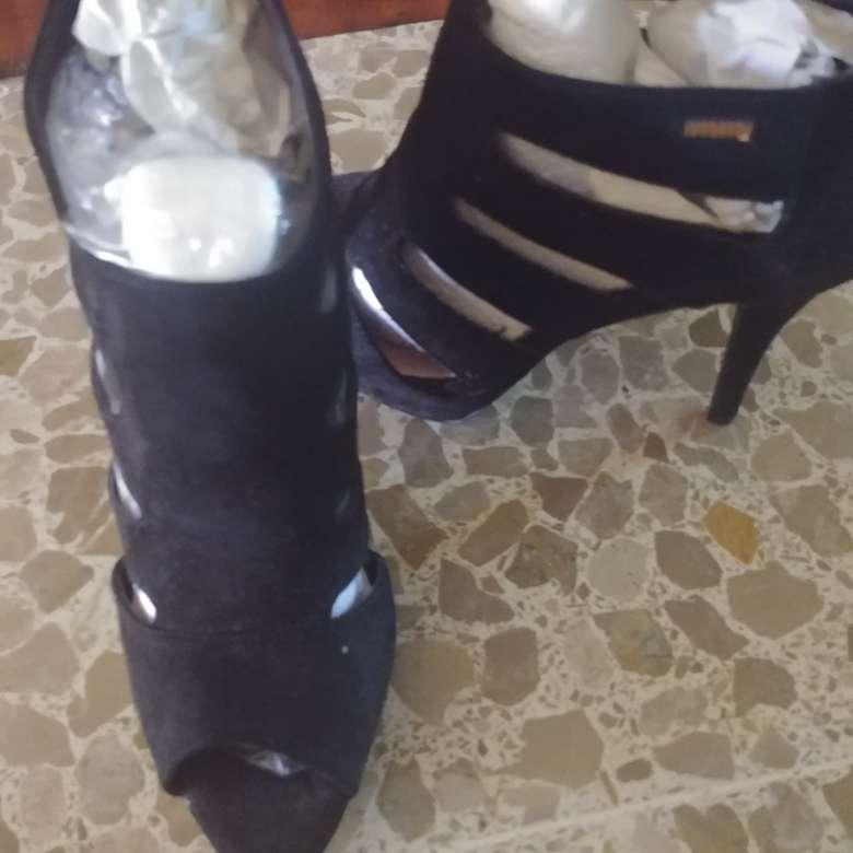 Imagen Zapatos. Negros. A Estrenar.