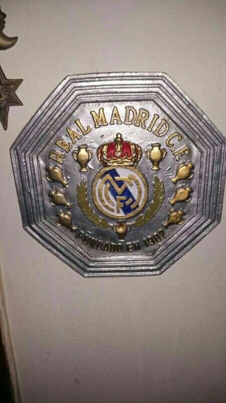 Imagen escudos real Madrid colgar 34.5 cm