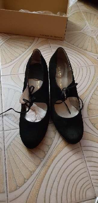 Imagen zapatos negros nuevos