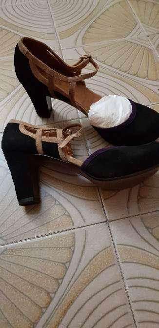 Imagen zapatos negros con tacón