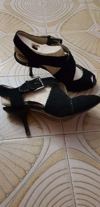 Imagen producto Zapatos negros tipo sandalia  2