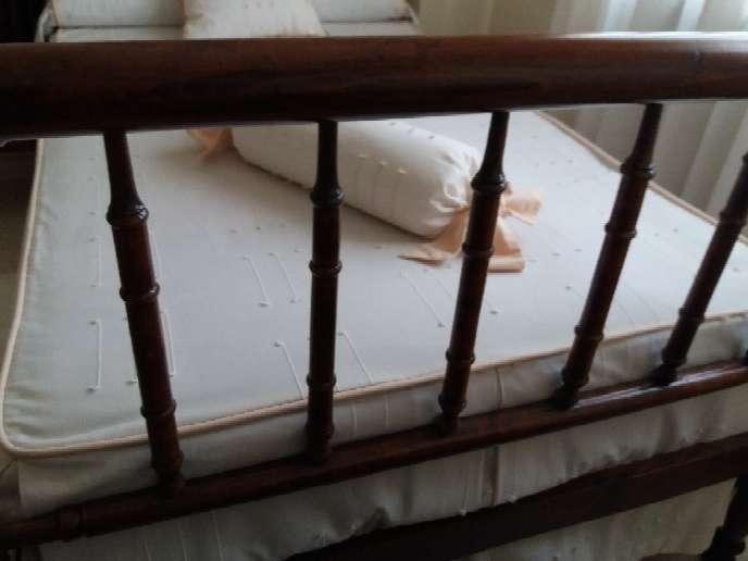 Imagen producto Cama antigua de madera de 1'05cm muy cuidada. 3