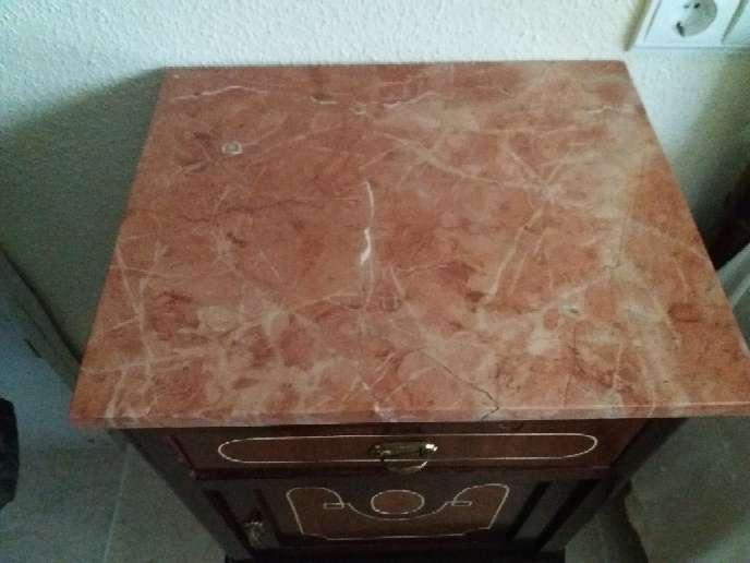 Imagen producto Mesilla antigua de madera. Muy bien conservada. 2