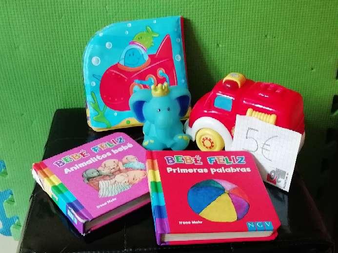 Imagen Lote de libros, camión, libro impermeable y muñeco