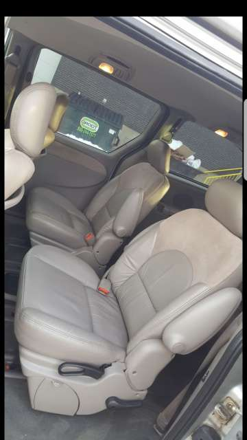 Imagen producto 2003 Chrysler Town and country 4