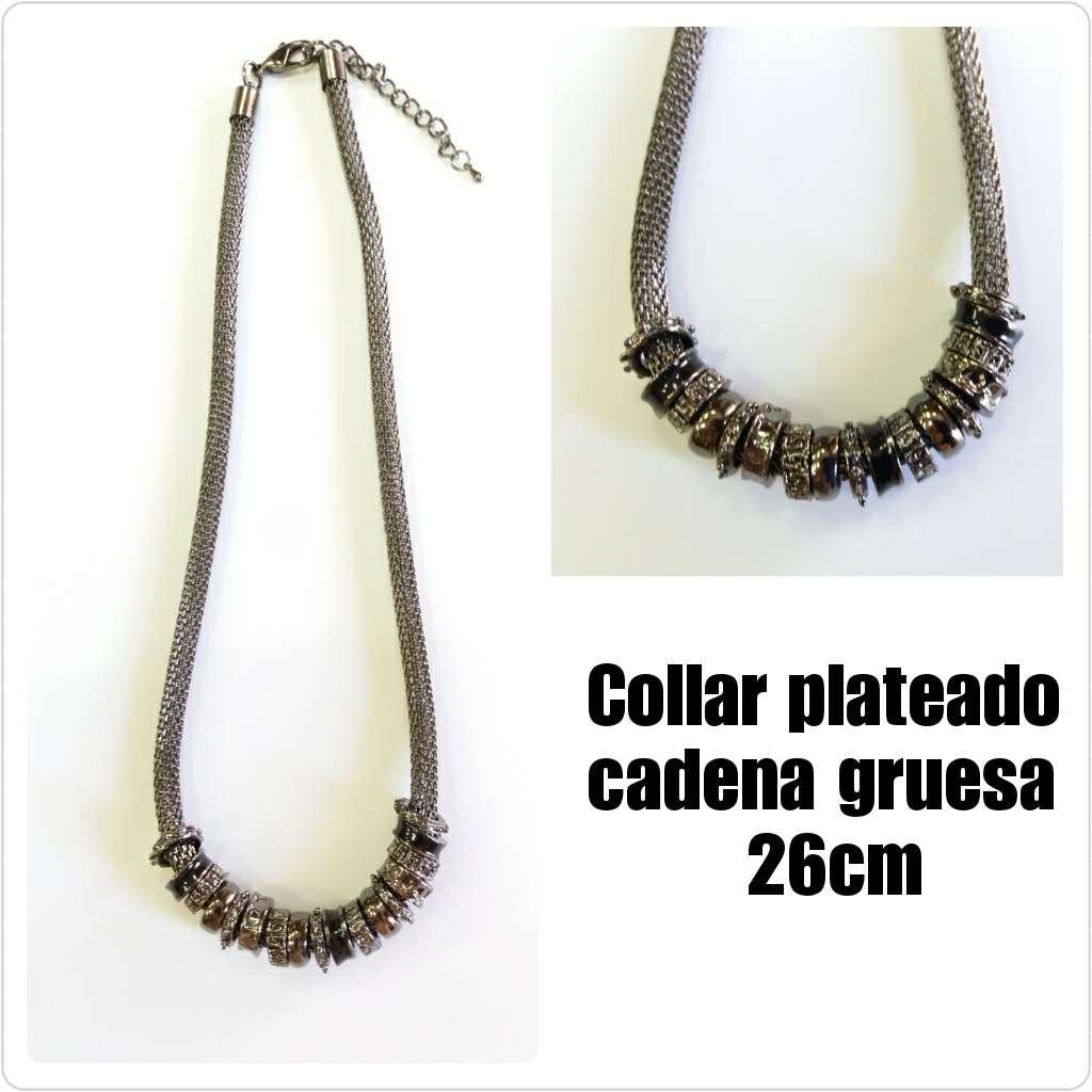 Imagen Collar de cadena gruesa y cuentas plateadas 26cm.