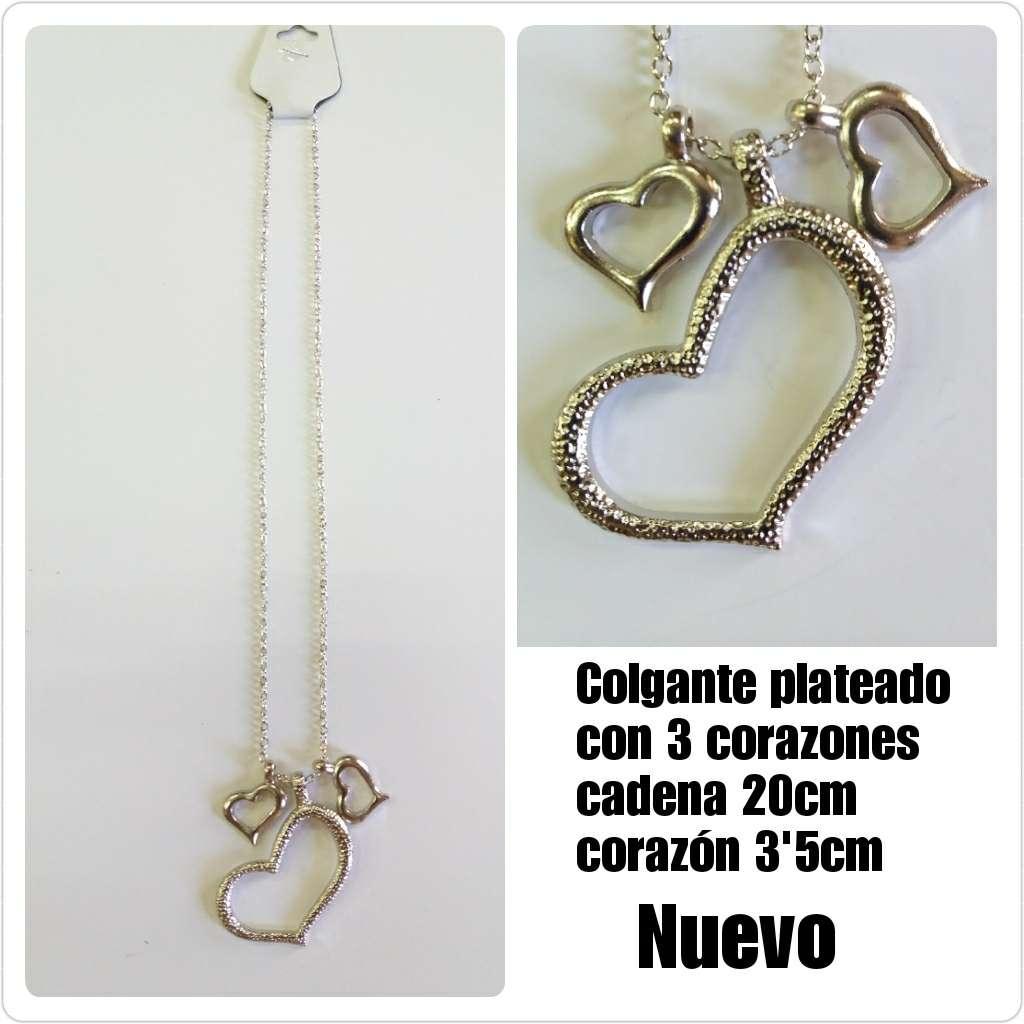 Imagen Colgante collar plateado con 3 corazones.