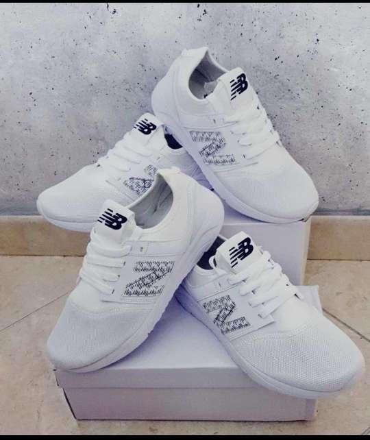 Imagen Adidas y NB