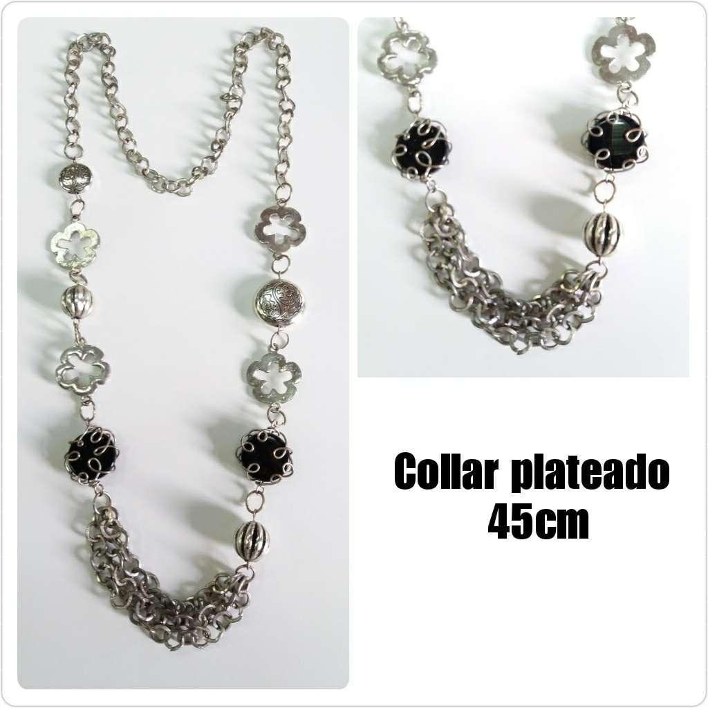 Imagen Collar plateado 45cm con detalle piedras negras.