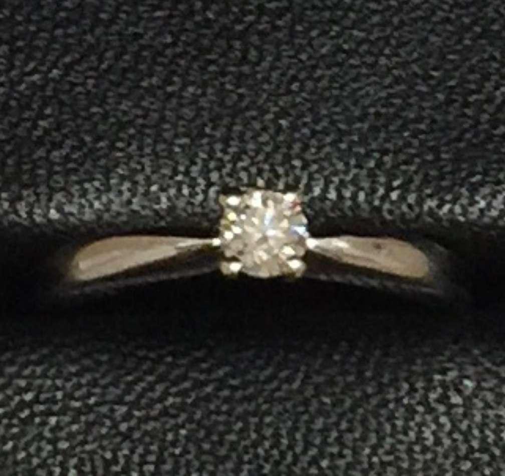 Imagen producto Anillo solitario Suarez en oro blanco y diamante natural 6