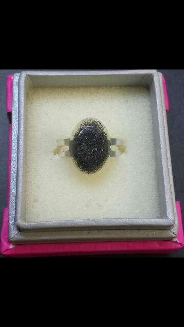 Imagen anillo ovalado polvo de meteorito