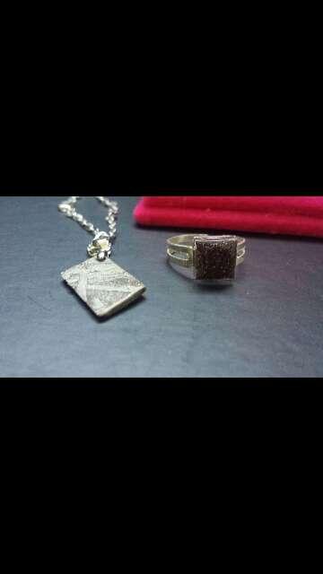 Imagen colgante y anillo meteorito cuadrado
