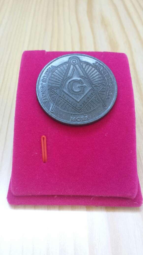 Imagen producto Moneda polvo de meteorito Masonica 2