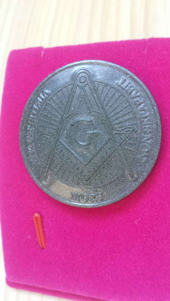 Imagen producto Moneda polvo de meteorito Masonica 3