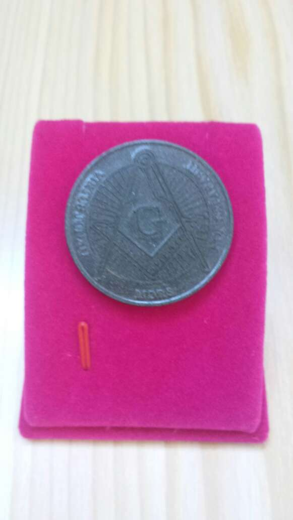 Imagen producto Moneda polvo de meteorito Masonica 5