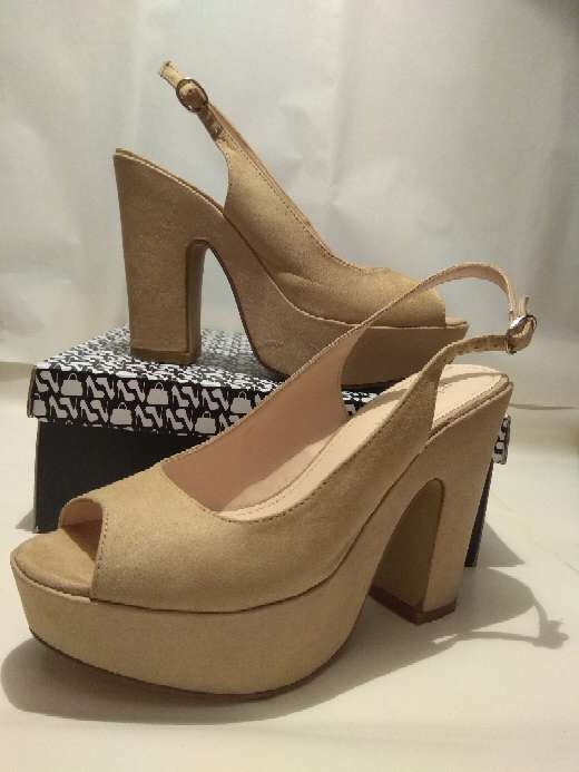 Imagen Zapatos de ante beiges