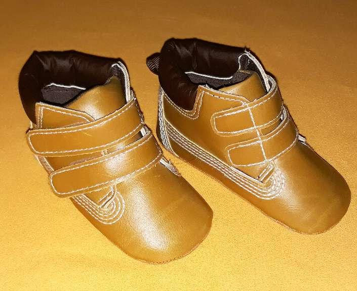Imagen producto Zapatos nuevos, núm 17-18.  2