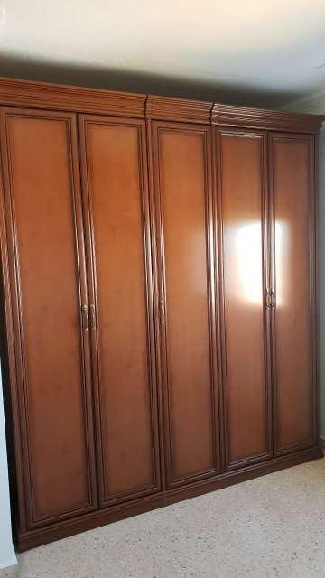 Imagen producto Armario color nogal cinco puertas  1