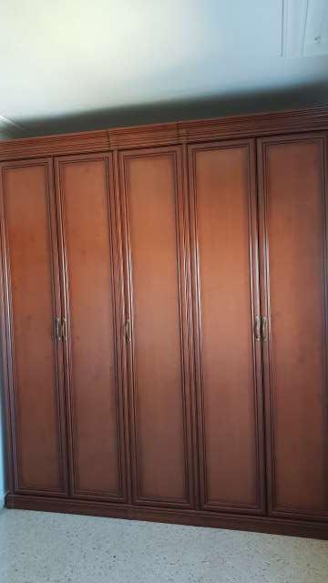 Imagen producto Armario color nogal cinco puertas  4
