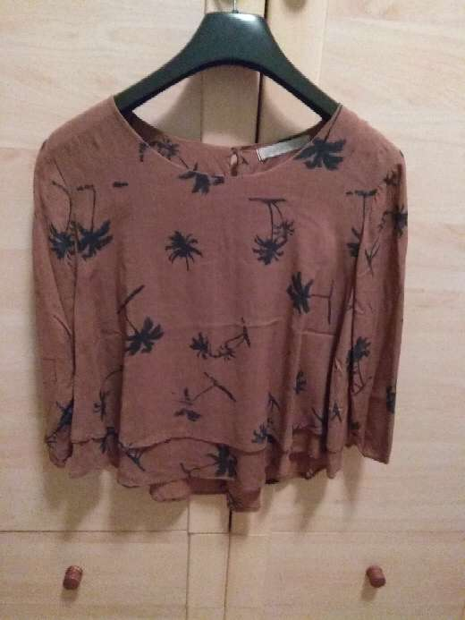 Imagen Blusa marrón con palmeras negras