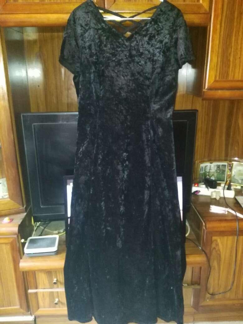Imagen vestido largo de terciopelo