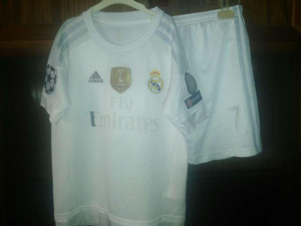 Imagen traje del real Madrid niño