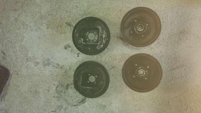 Imagen se vende 2 tambores de freno traseros de opel Corsa c año 2001 1.7 d
