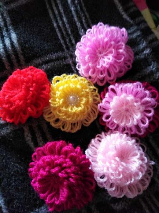 Imagen Flores de lana decorativas.
