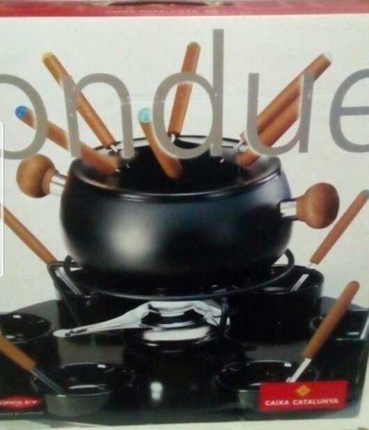 Imagen fondue de color negro
