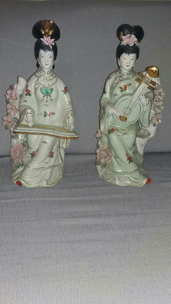 Imagen pareja de figuras japonesas
