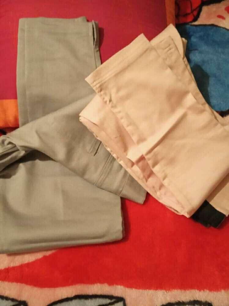 Imagen pantalones de color gris y rosa,body rosado con marrón y cardiigan de color rosa
