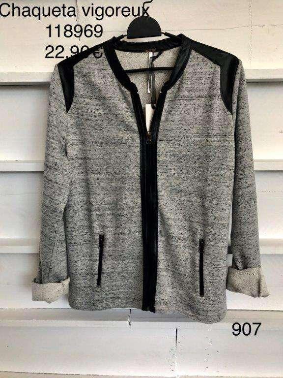 Imagen producto Stock de ropa por cierre de tienda 8